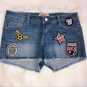 NWOT Blue spice denim shorts with patches size 3